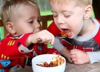 Είναι αλλεργικά τα αδερφάκια παιδιών με τροφική αλλεργία;